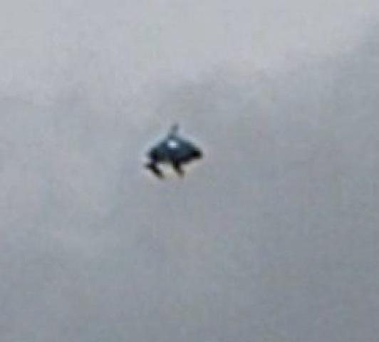strange ufo flying