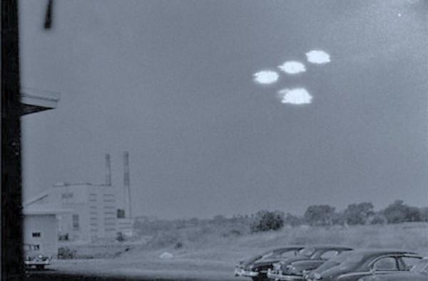 ufo spotted in old photo